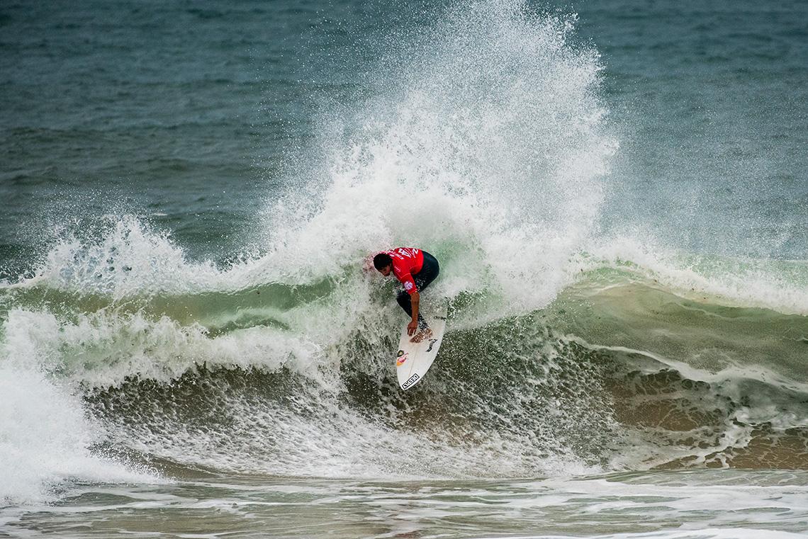 40870Vasco Ribeiro cai para o round 2 do MEO Rip Curl Pro Portugal