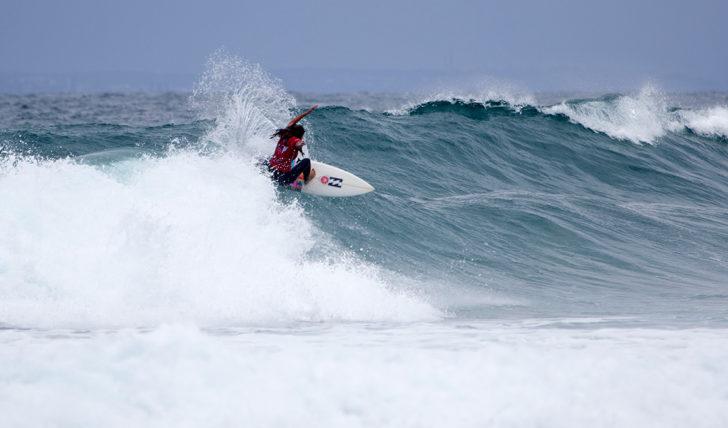 41235Teresa Bonvalot entre as últimas 8 surfistas em prova no Port Stephens Toyota NSW Pro