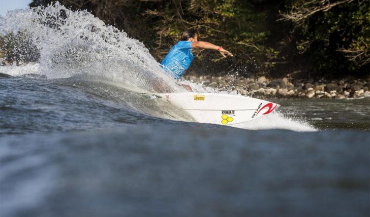 43414Miguel Blanco na fase man-on-man no Martinique Surf Pro | Teresa Bonvalot em 5º lugar.