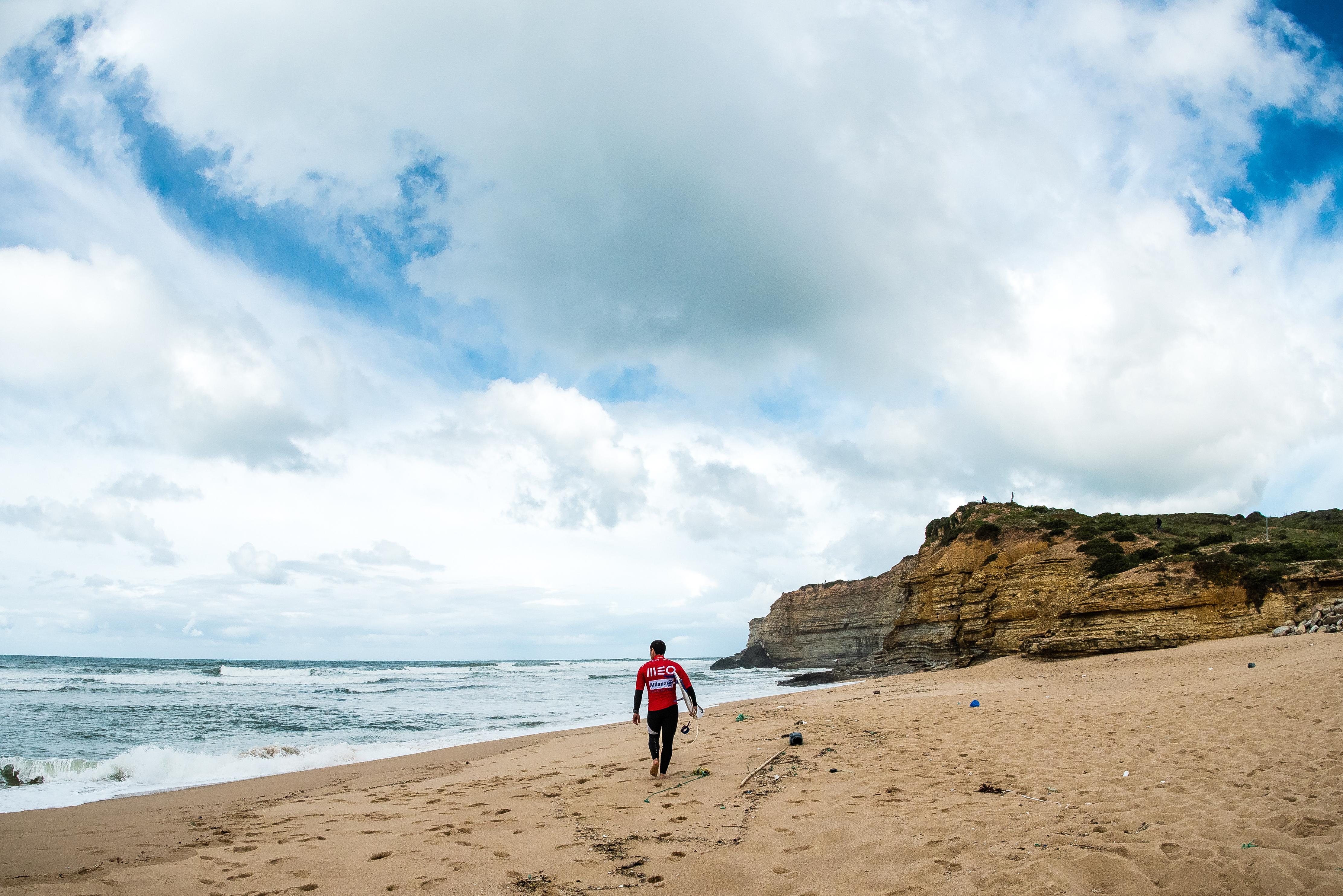 43805Allianz Ericeira Pro recebe primeira limpeza de praia da Liga MEO Surf 2018