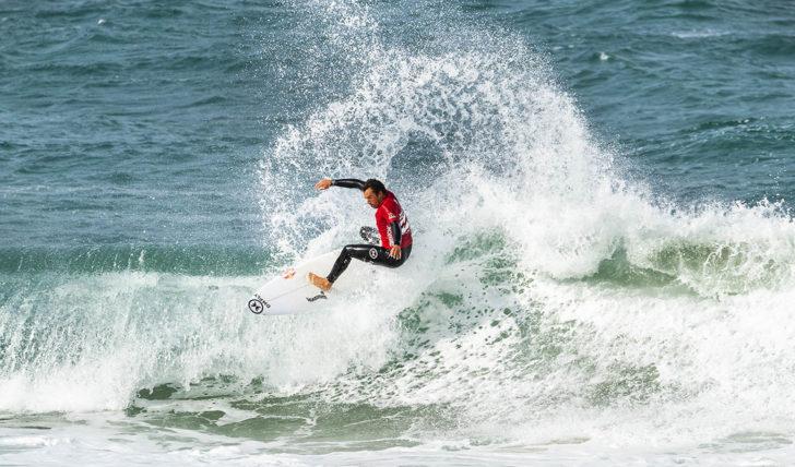 45649Vasco Ribeiro segue para o round de 24 no Ballito Pro