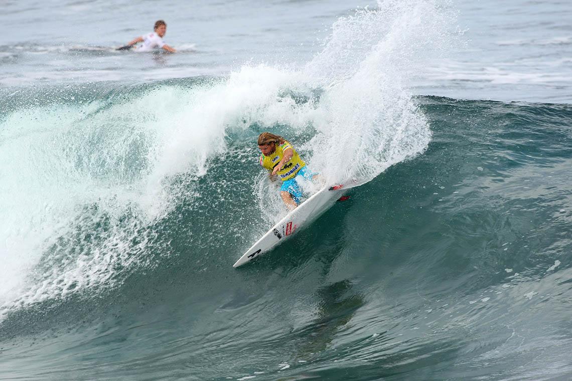 45973Lendas do surf disputam título mundial nos Açores