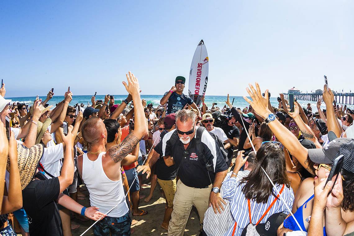 46333Kanoa Igarashi & Courtney Conlogue vencem Vans US Open of Surfing