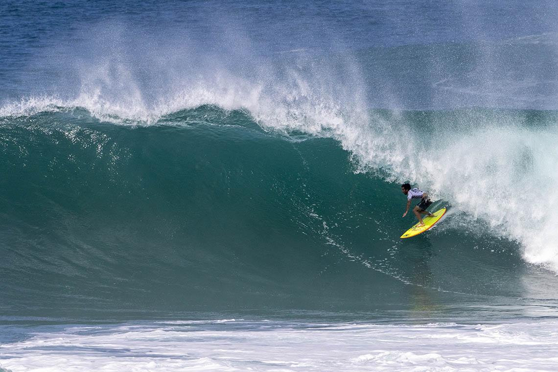 48256Round 1 despachado no VANS World Cup of Surfing