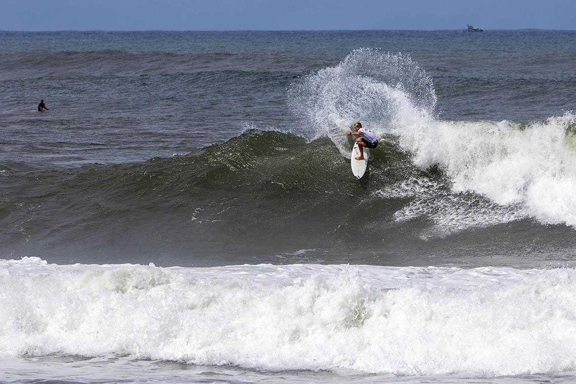 48126Vasco Ribeiro eliminado no round 2 do Hawaiian Pro