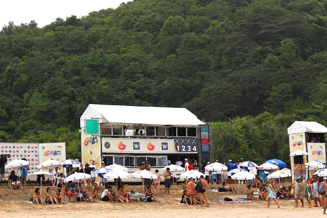 49314Surfistas portugueses em destaque no dia 3 do Oi Hang Loose Pro Contest