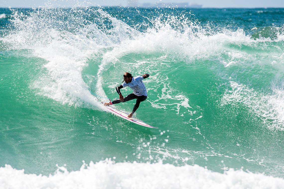 50198Miguel Blanco e Frederico Morais juntam-se a Vasco Ribeiro no round 5 do Caparica Surf Fest Pro | Dia 4