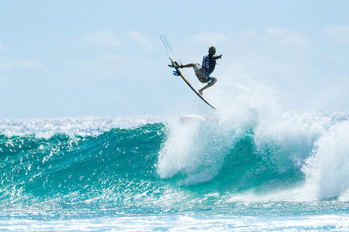 "49979E o primeiro vencedor da league ""ONFIRE Surf Powered by Billabong"" é…"