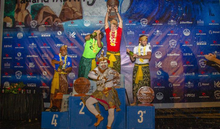 51546Benji Brand vence o Rip Curl Cup em Padang Padang perfeito