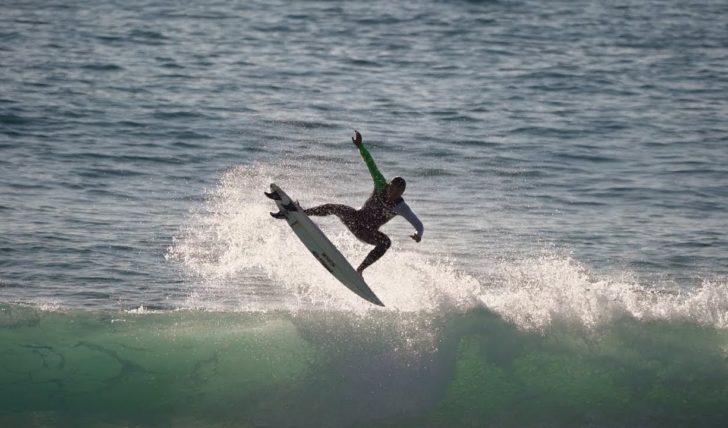 53051As sessões de free surf de Caio Ibelli nos Supertubos || 3:09