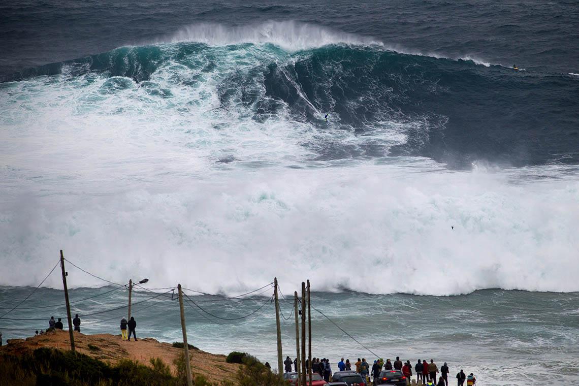 53187Nazaré Tow Surfing Challenge – Team Brazil