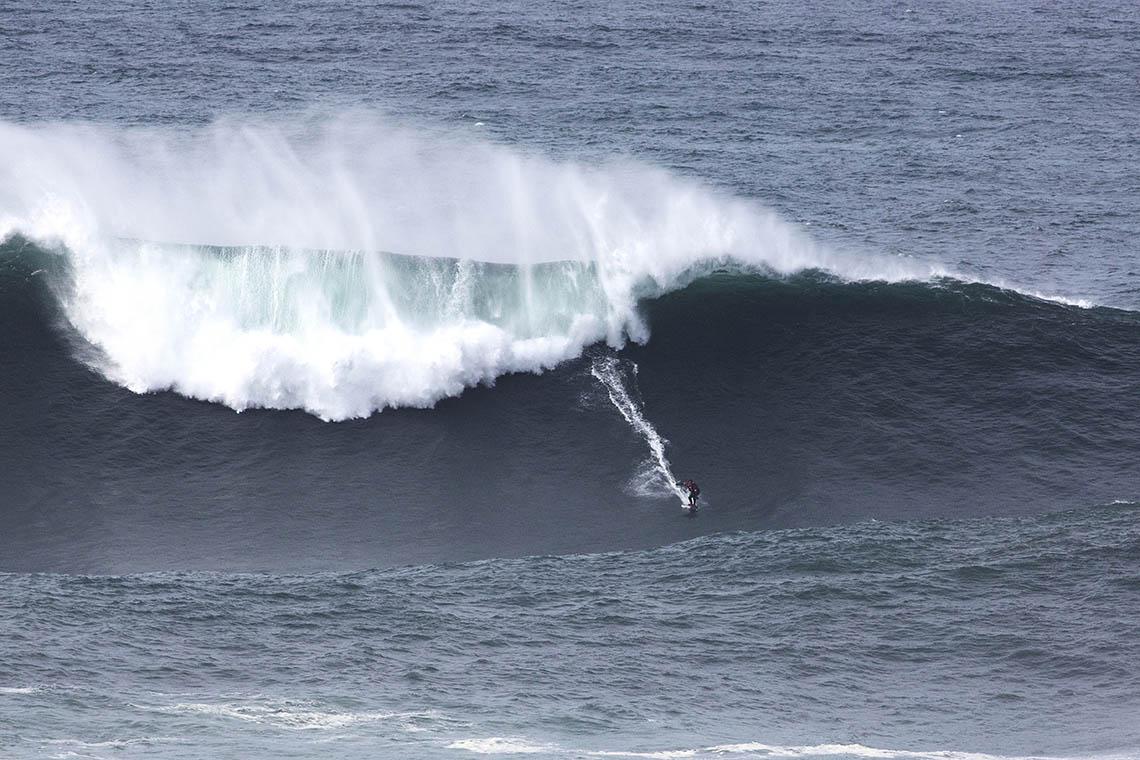 53246Nazaré Tow Surfing Challenge – Team Australia