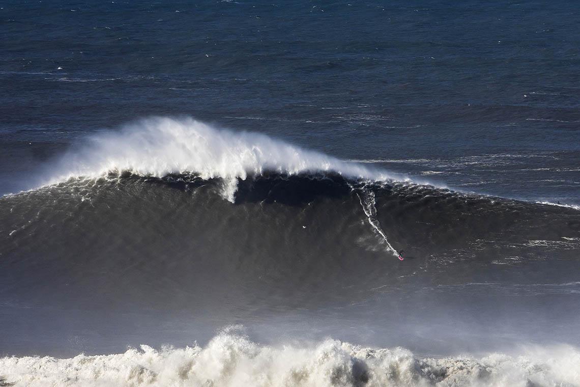 53180Nazaré Tow Surfing Challenge – Team World