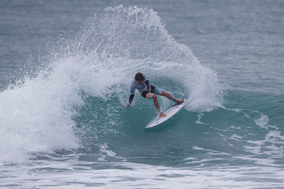 53493Luís Perloiro no round 5 do Taiwan Open of Surfing