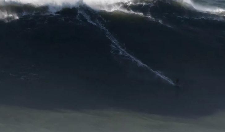 53353Justine Dupont surfa (mais uma) onda gigante na Nazaré || 1:42