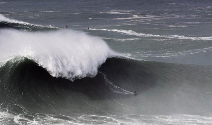 54571Os melhores momentos do Nazaré Big Wave Tow Surfing Challenge || 10:01