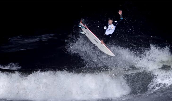 59255Red Bull Night Riders 2020 | Um evento de surf à noite || 19:02