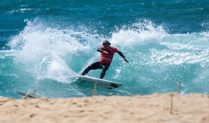 59782Boas ondas e poucas surpresas no primeiro dia da Liga MEO Surf de 2021