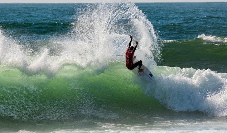 60175Joaquim Chaves Saúde Porto Pro abre com ondas de qualidade | Dia 1