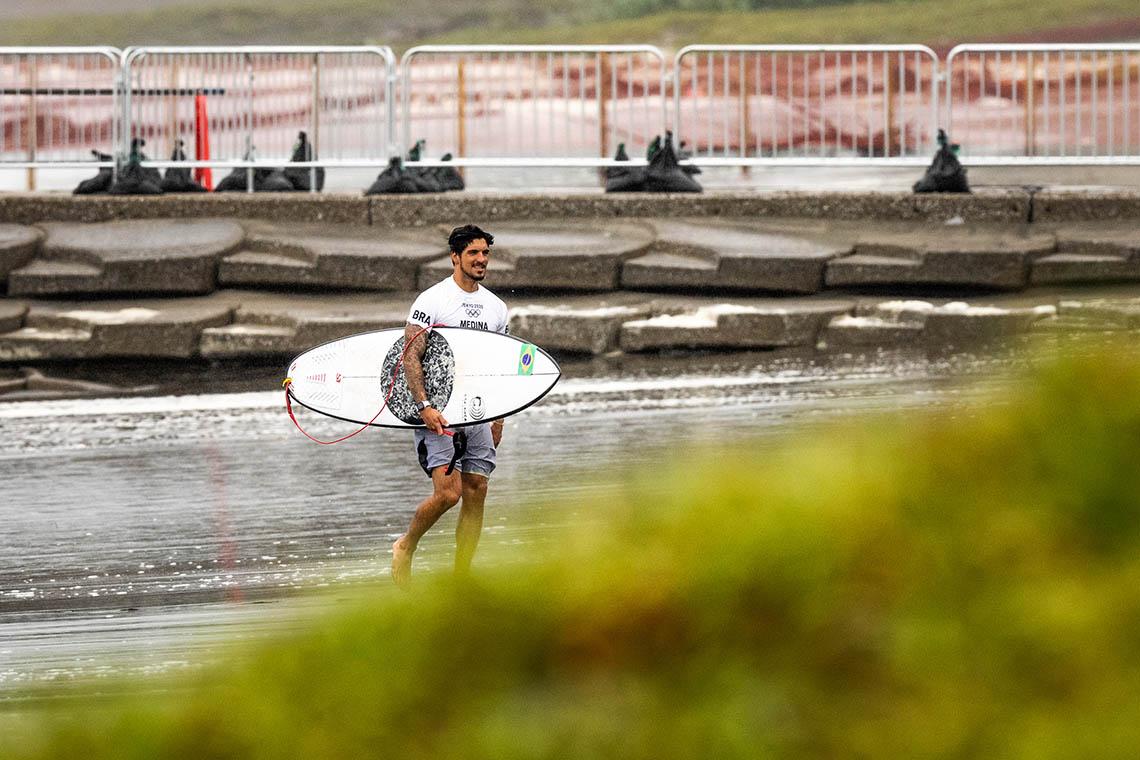 61868Gabriel Medina pondera fazer uma pausa do tour em 2022…