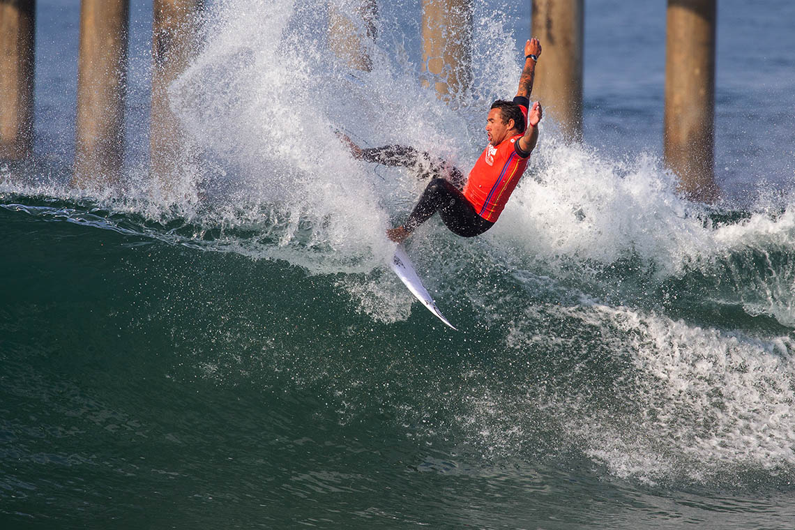 61960Vasco Ribeiro passa para o round de 24 surfistas no US Open of Surfing