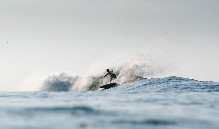 61921Vasco Ribeiro vence no round 1 do US Open of Surfing Huntington Beach